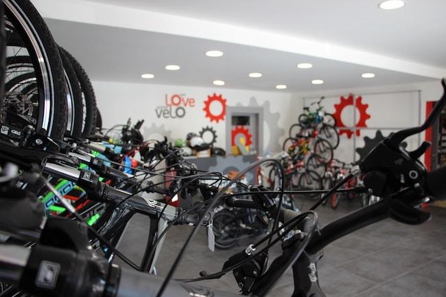Intérieur du magasin de vélos Campione Sutera