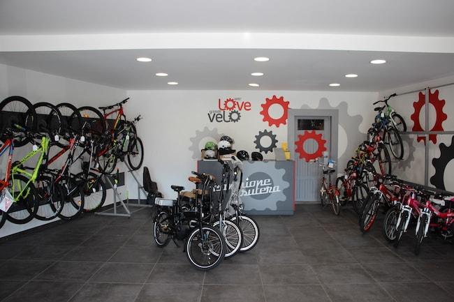 Vue intérieure du magasin de vélos