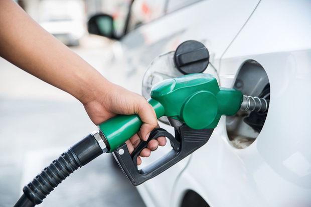 Plein d'essence à la pompe Campione Sutera à Beaufays